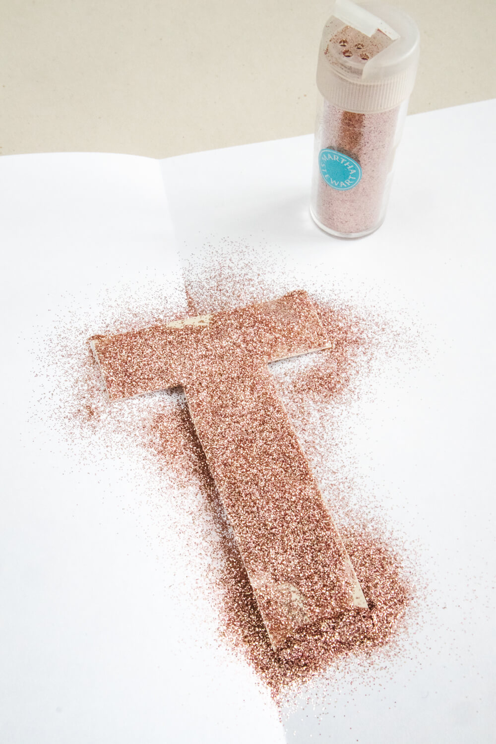 Fully cover your craft it in a heaping of glitter.